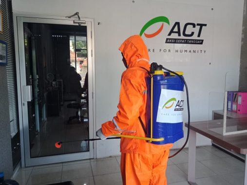 Maksimalkan Pelayanan Usai Idul Adha, Kantor ACT Lampung Disemprot Disinfektan