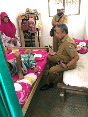 Wakil Wali Kota Metro Djohan Sambangi Warga Tidak Mampu di Karangrejo