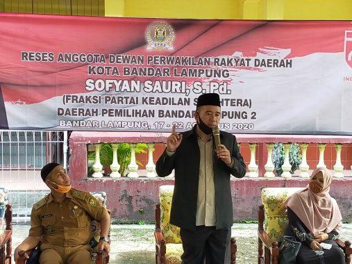 VLC Kibarkan Merah Putih di Puncak Pawiki Lampung Timur