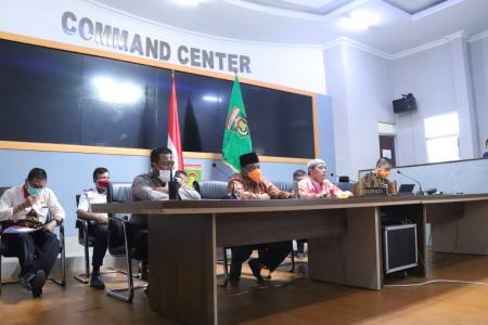 Advertorial: Bupati Lampung Tengah Teleconference dengan Gubernur Lampung di Command Center Nuwo Balak