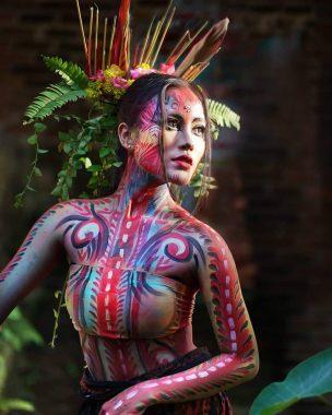Model Lampung Lola Jessica: Makin Manis Kala Tubuh Dilukis