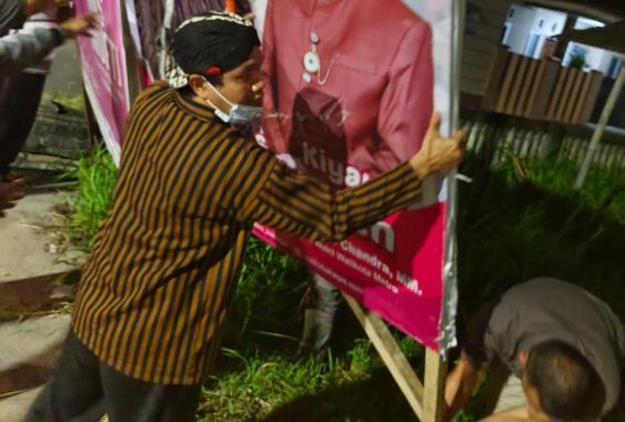 Mufti Salim Copot Alat Peraga Sosialisasi Metro Bahagia