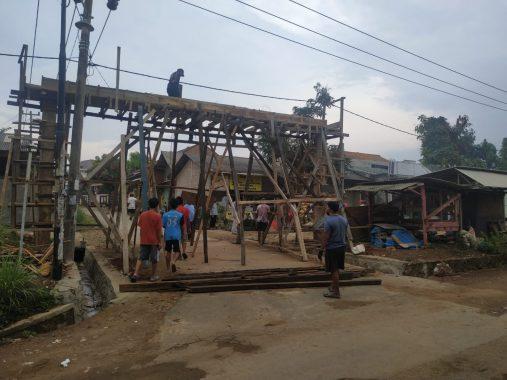 Warga Perumahan Puri Sejahtera Hajimena Gotong Royong Bikin Gerbang