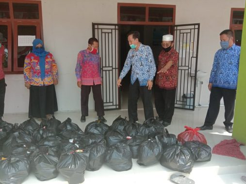 Pemkab Lampung Selatan Salurkan Bantuan untuk Warga Bandar Agung yang Isolasi Mandiri