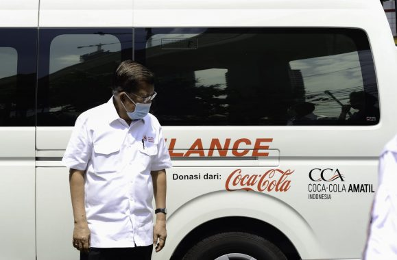 Dukung Penanganan Covid-18, Coca-Cola Serahkan Bantuan Satu Unit Ambulans Kepada Palang Merah Indonesia