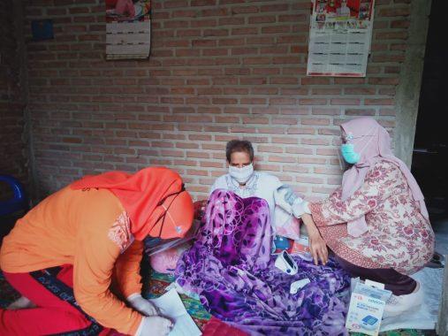 Lembaga Kesejahteraan Sosial Alamanda Tanggamus Beri Bantuan Lansia di Pekon Waypring