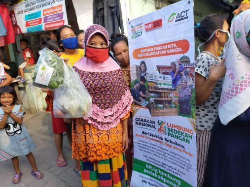 Relawan MRI-ACT Bandar Lampung Bagikan Sayur Mayur di Kelurahan Kangkung