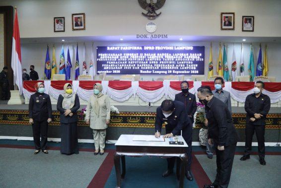 Advertorial: Gubernur dan Ketua DPRD Lampung Teken Raperda Perubahan APBD 2020