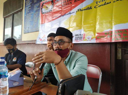 YSC Bersama Warga Gudang Agen Gotong Royong Perbaiki Toilet Umum