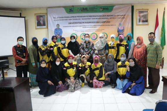 UKM Indonesia Bangkit dan Prodi Ekonomi Syariah UML Gelar Pelatihan Manajemen dan Pemasaran Ojesa