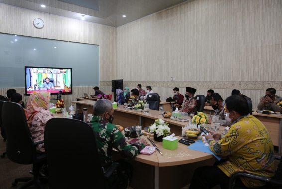 Bersama Menko Polhukam dan Mendagri, Gubernur Arinal Ikuti Rakor Virtual Antisipasi Penyebaran Covid-19 Saat Libur Panjang