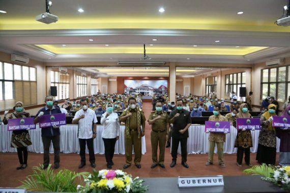 Kunjungan Kerja Ke Lampung Selatan, Gubernur Lampung Serahkan Bantuan Puluhan Ribu Ternak Unggas