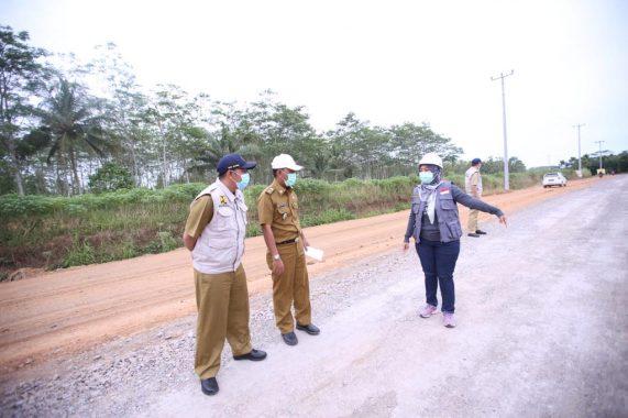 Pastikan Pembangunan Infrastruktur Berjalan Baik, Wagub Nunik Tinjau Sejumlah Ruas Jalan Provinsi