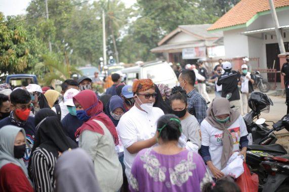 Di Masa Pandemi Covid-19, Ardito Wijaya Kampanye dengan Cium Peluk Warga Gunung Sugih