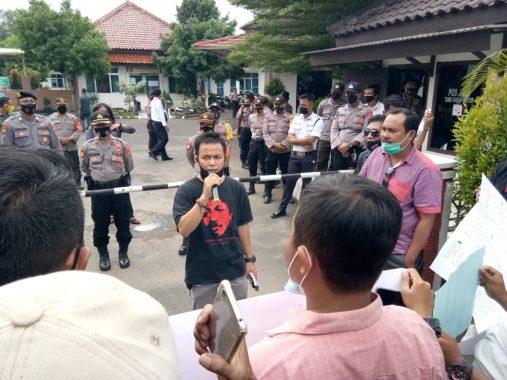 Puluhan Wartawan Gelar Demonstrasi di Kantor Pengadilan Negeri Metro, Solidaritas Kasus Sidang Pencemaran Nama Baik Karena Pemberitaan