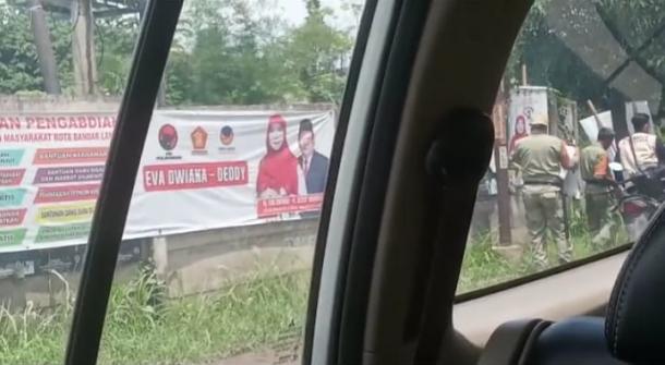 Ramai! Video Diduga Anggota Linmas di Bandar Lampung Rusak APK Rycko-Jos