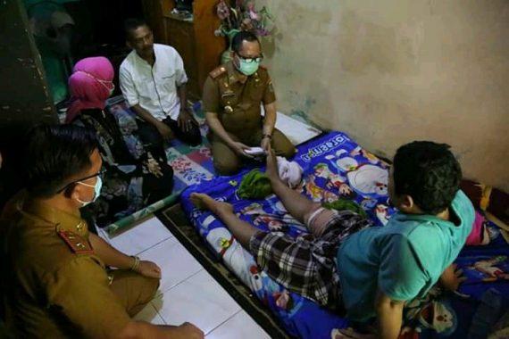 Pjs Bupati Lampung Selatan Beri Bantuan Warga Sragi yang Jadi Korban Kecelakaan