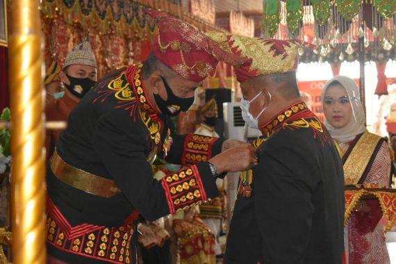 Yusuf Kohar Terima Gelar Kehormatan dari Kerajaan Paksi Pak Skala Bghak