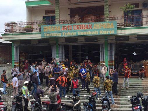 Banner Rycko Jos Dirusak, Kader Golkar dan Pemuda Pancasila Turun Tangan