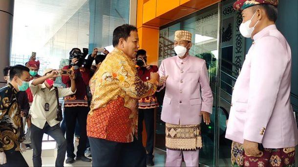 Gubernur Arinal Djunaidi Hadiri Peresmian Gedung Sesat Agung Bumi Sai Wawai Kota Metro