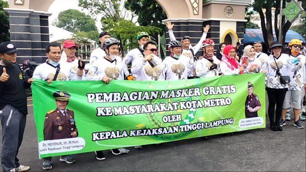 Bupati Lampung Selatan dan Istri Awali Aktivitas Pagi dengan Senam Bersama Masyarakat