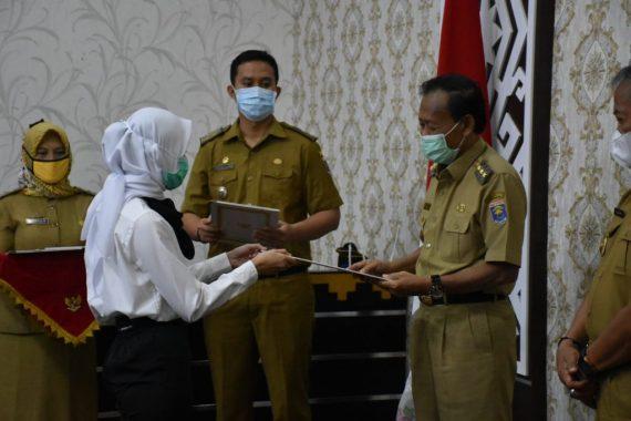 Walikota Metro Achmad Pairin Bagikan 139 SK ASN CPNS Periode 2019