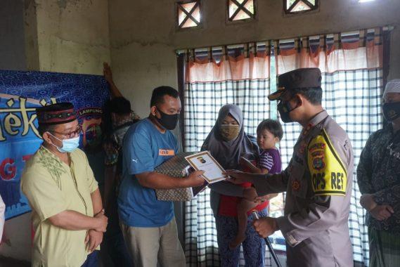 Program Jumat Berkah, Polres Lampung Timur Beri Bantuan Bayi yang Tersiram Minyak Panas