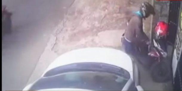 Aksi Pencuri Motor di Metro Selatan Gagal Lantaran Terekam CCTV