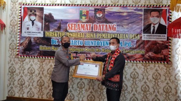 Bersama Forkopimda, Kapolres Tanggamus Terima Penghargaan Keberhasilan Pilkakon 2020