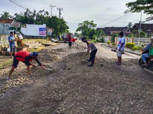 Pengendara Keluhkan Kondisi Jalan Hasanudin Kota Metro yang Berlumpur Ketika Hujan dan Berdebu Ketika Panas