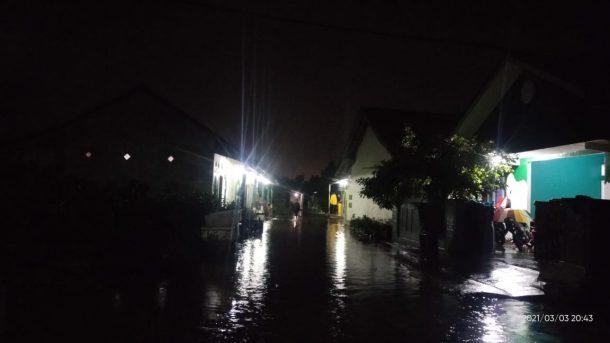 Hujan Guyur Metro Sejak Sore, Genangan Air Setinggi 60-80 Cm Muncul di Sejumlah Permukiman