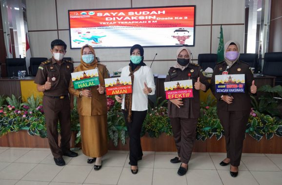 Kajari Lampung Selatan dan Jajaran Terima Vaksin Covid-19 Dosis Kedua