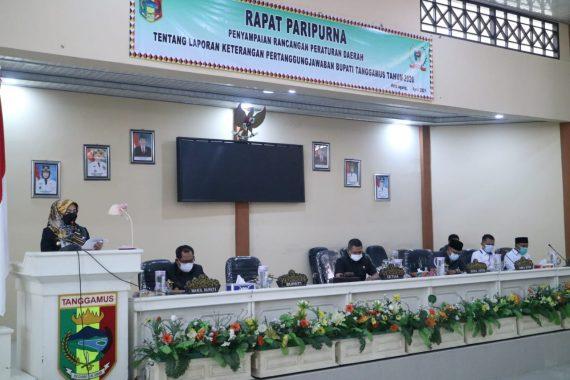 Bupati Dewi Handajani Sampaikan Raperda LKPJ Tahun 2020 Kepada DPRD Tanggamus