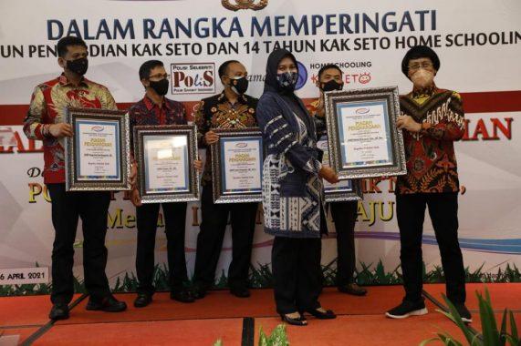 Kapolres Metro AKBP Retno Prihawati Dianugerahi Polisi Sahabat Anak Kak Seto Award 2021