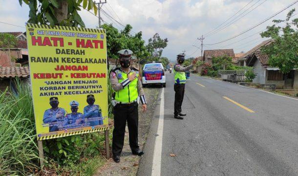 Cegah Kecelakaan Lalu Lintas, Sat Lantas Polres Tanggamus Pasang Banner Imbauan