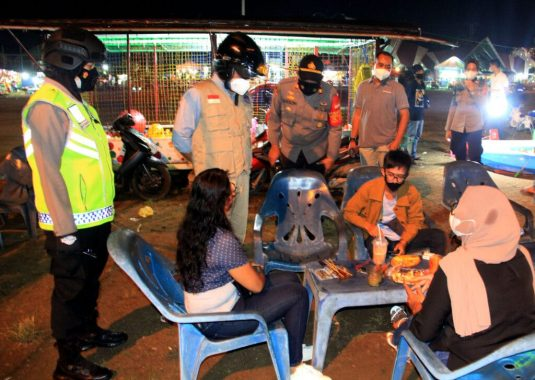 Antisipasi Kerumunan, Satgas Covid-19 Kota Metro Tertibkan Pengunjung Pusat Keramaian