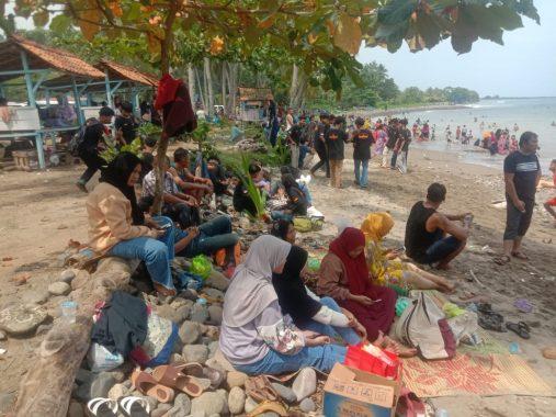 Libur Lebaran, Wisata Pantai di Tanggamus Ramai Pengunjung