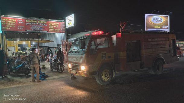 Kobaran Api di Kedai Nasi Goreng Hebohkan Warga Purwosari Kota Metro