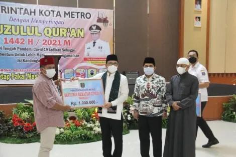 Advertorial: Wali Kota Metro Serahkan Bantuan untuk Keluarga Korban Covid-19