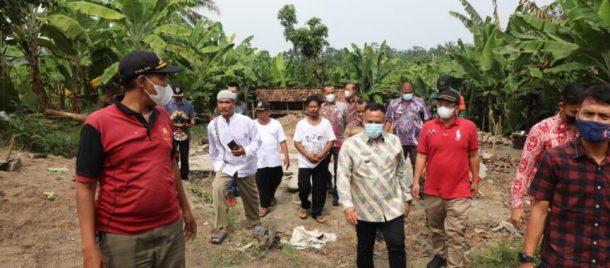 Tinjau Rumah Roboh, Nanang Ermanto Imbau Warga Waspada Bencana Alam