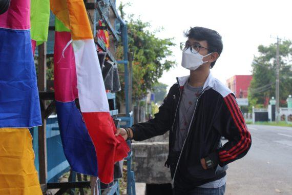 Jelang HUT RI, Penjual Bendera di Metro Mengaku Sepi Pembeli