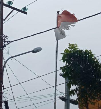 Bendera Rusak dan Pegawai Tak Disiplin,Kantor Pekon Gisting Bawah Tanggamus Jadi Sorotan