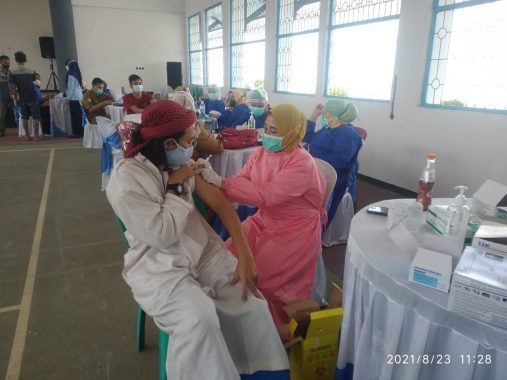 Sebanyak 202 Warga Binaan Lapas Kotaagung Jalani Vaksinasi Covid-19