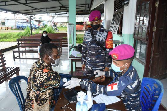Serbuan Vaksinasi Korps Marinir TNI AL Jangkau Tiga Distrik di Kabupaten Sorong