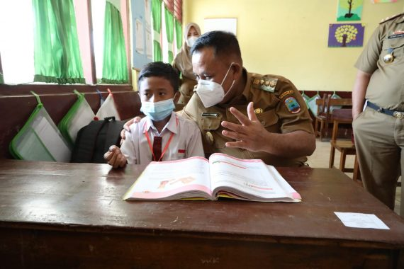 Tinjau PTM di Natar, Nanang Ermanto Tekankan Pentingnya Disiplin Prokes Covid-19