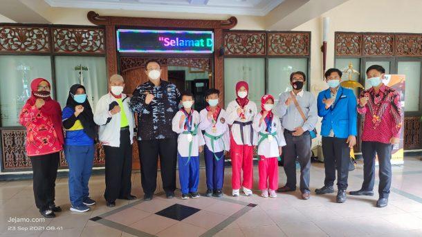 Wali Kota Metro Lepas Wasit Taekwondo ke PON XX Papua