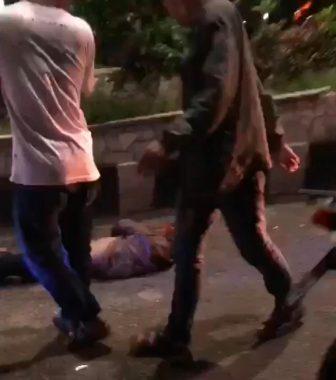 Viral! Seorang Pria Bersimbah Darah Dianiaya Sejumlah Anjal Punk Metro