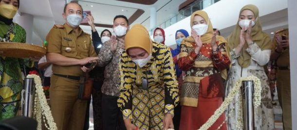 Winarni Hadiri Peresmian Galeri Dekranasda Lampung di Dermaga Eksekutif Pelabuhan Bakauheni