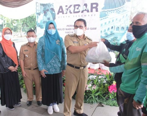 Peringati Maulid Nabi 1443 Hijriah, Pemkot Metro Bagikan Ratusan Paket Sembako
